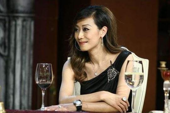 她是林青霞丈夫的前妻,出身名门,离婚4次,如今66岁依旧潇洒
