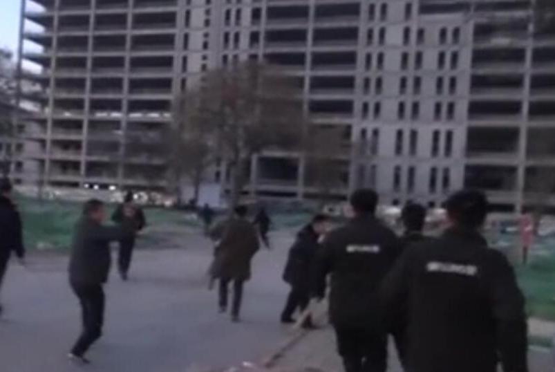 """抓捕现场!北京东二环几十名""""挖片族""""盗挖文物!31人被刑拘!"""
