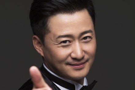吴京击败小鲜肉成亚洲首帅,蔡徐坤的排名很打脸,流量偶像的低谷