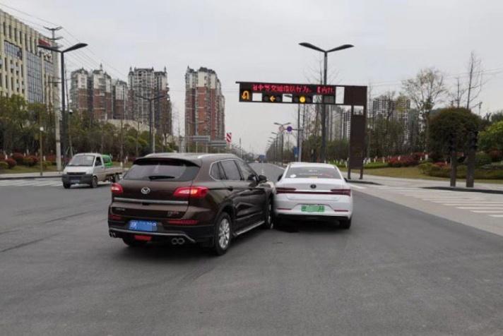 比亚迪秦Pro遭北汽幻速S6严重碰撞 网友:说好的公路坦克呢?