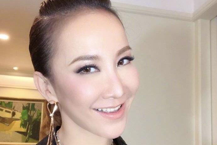 """44岁李玟落泪承认科技整容,却终究逃不过""""蔡明脸"""""""
