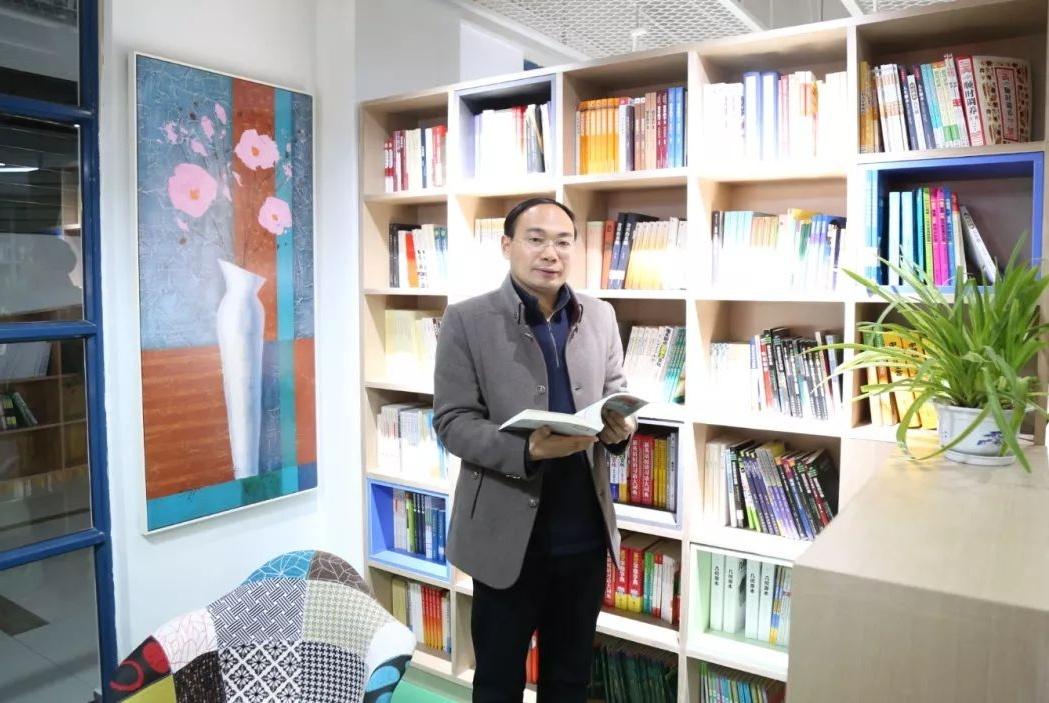 郑州市第四十七中学栗红涛:智慧教育要做到踏石有印!
