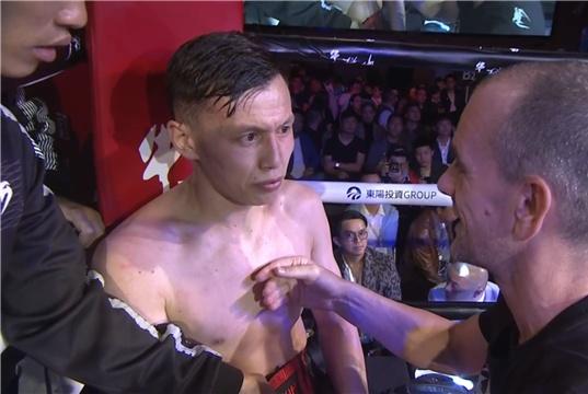 他曾公开挑战邱建良,如今主场迎战日本拳手,却被两次读秒惨遭KO