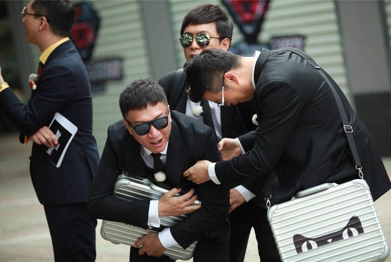 黄渤离开《极限挑战5》,转身参加新的综艺,引网友们热议!
