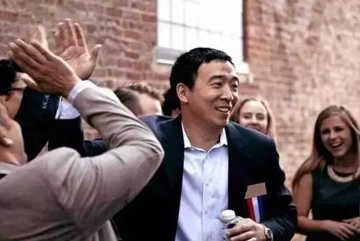 美国总统选战渐热,突然杀出个天马行空的华裔竞选者