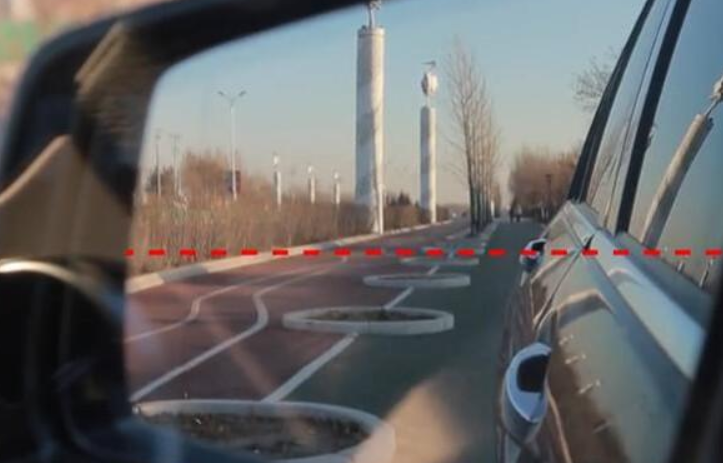 如何正确调试后视镜的角度,教你一招,就能轻松降低汽车的盲区!