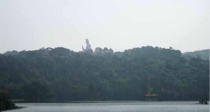 除了青岛市金沙滩,葫芦岛乌金塘水库,水质清澈的知名