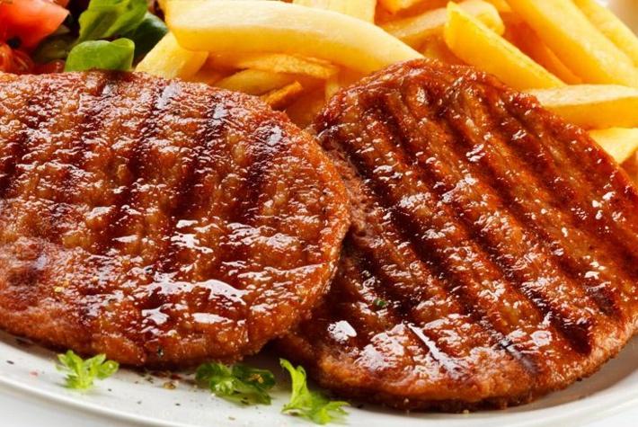 同样是牛排,为什么国外用瓷盘装,国内大多用铁盘装?终于明白了