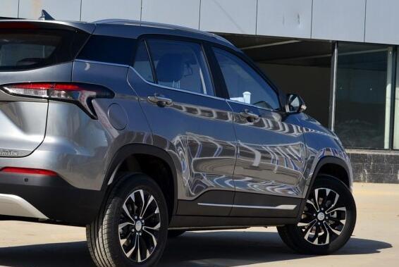 """国产SUV的""""精品""""!旋钮式档把配悬浮式液晶屏,不足6万谁选H6"""
