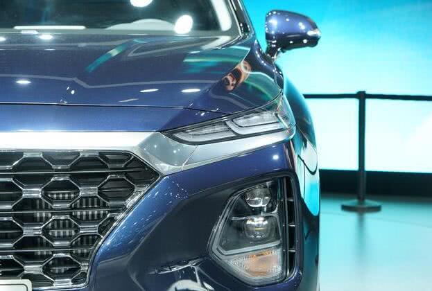 明星笔素���._现代终于发力了!这车比汉兰达气派,车长近5米,2.0t引擎配四驱