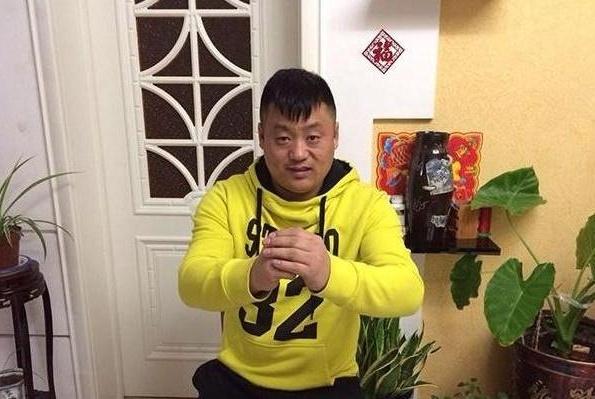 宋晓峰晒出自己的豪宅:装修豪华又时尚,墙上挂满了名贵字画