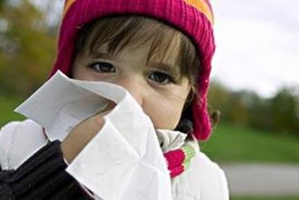 2岁女孩反复肺炎,是衣服惹的祸?这种衣服尽量别再给孩子穿