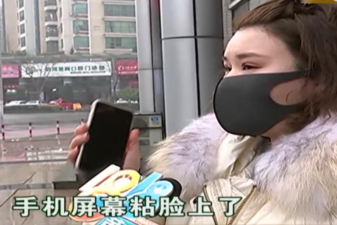 女子花1998元换苹果屏幕,怒曝光店员用502,女子:屏幕粘脸上了
