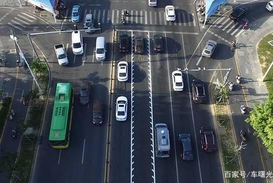 """路上出现这样的""""锯齿车道""""不懂的人勇往直前?老司机:年轻有为"""