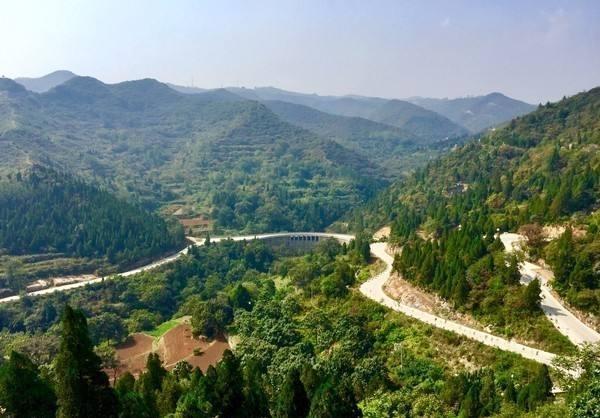巩义长寿山风景区位于河南省郑州市巩义市的竹林镇,这里山上自然资源