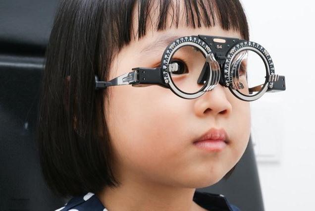 青少年近视问题多严重?比起戴眼镜,家长更应该让孩子注意这些!