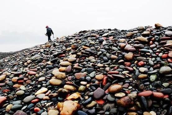 靠捡石头发家致富的村子,一颗石头10万元,就在中国这里!