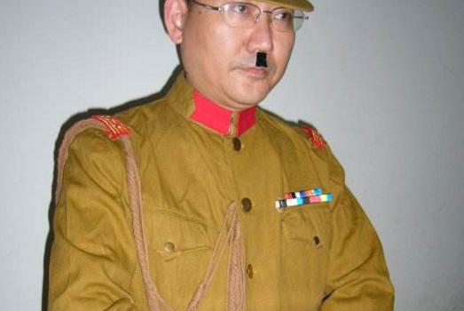 为什么日本士兵,总喜欢在鼻子下面留一撮毛?是为了美观吗?
