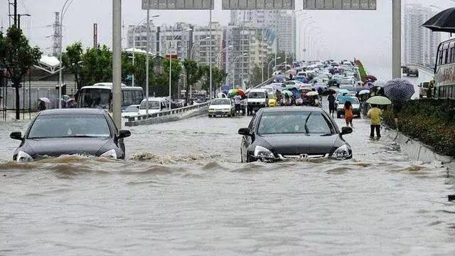 """纯电动汽车雨天行驶漏电?这些""""常识""""竟然都是谣言!"""