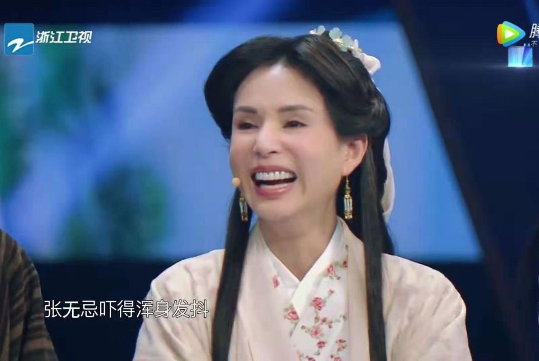 李若彤上《王牌对王牌》综艺感十足,但不是扮小龙女而是扮王语嫣
