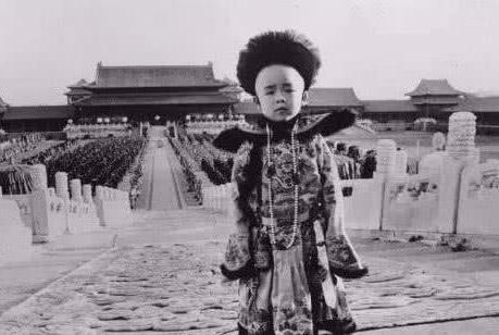 溥仪3岁入宫,19岁出宫,在这16年的皇帝时光里,他是如何度过的