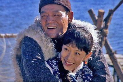 他23岁出道拍戏,获得过很多奖项却不温不火,如今儿子名气超过他