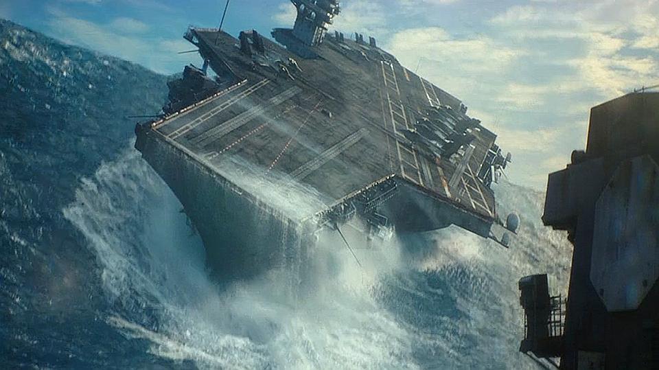 《美国刺客》超劲爆的灾难场面,核弹爆炸,舰队迎击滔天海浪
