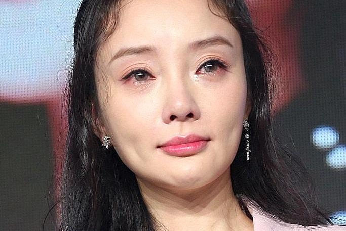 李小璐微博评论怒怼网友,是忘记了切换账号还是大号被盗