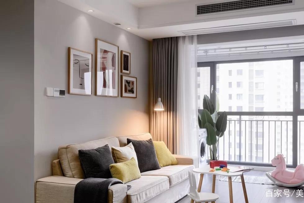 为女儿买下80平学区房,花20万装修漂亮极了!电视墙改书柜更实用