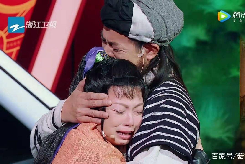 经典版乔峰阿紫22年后重聚,黄日华刘玉翠深情相拥,哭成泪人!