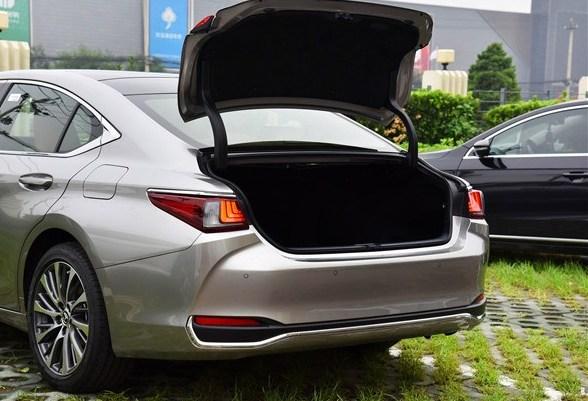 后悔A6L买早了,车长5米档次高于宝马5系,纯进口配8AT,不足28万