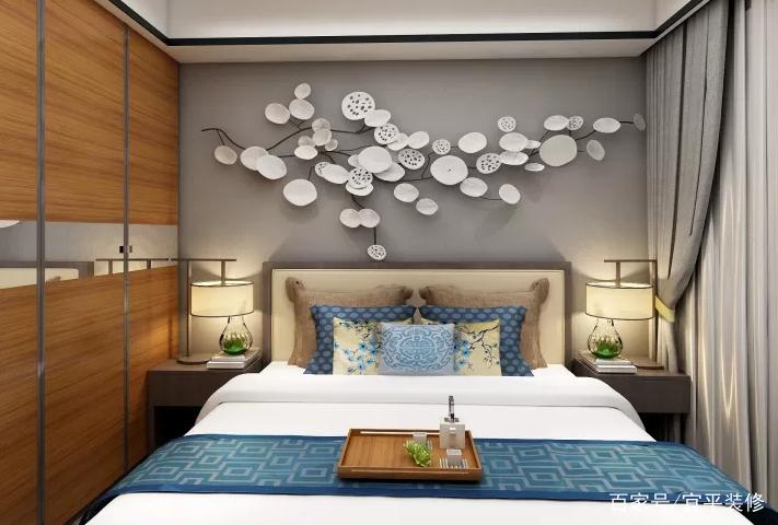 主卧床头背景墙采用中式风艺术造型设计,床头灯,软装与之相搭配,在