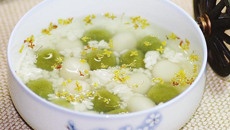 桂花双色汤圆软糯香甜,有着淡淡的桂花香,细品起来感觉与众不同