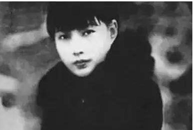 此人是上海第一女大佬,亲手创办青帮,就连杜月笙也是她一手提拔