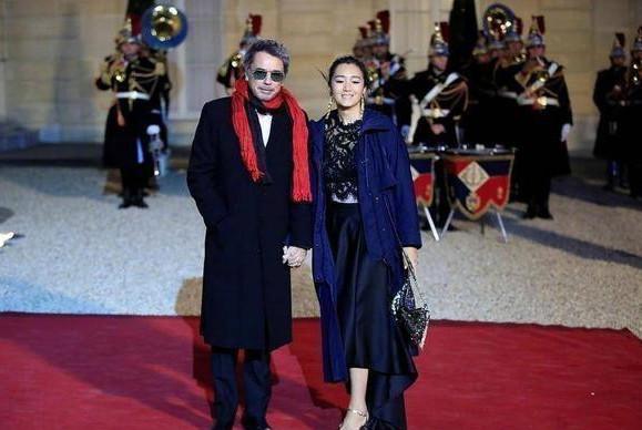 巩俐与70岁外籍男友受法国总统邀请出席盛宴,男方曾经历三段婚姻