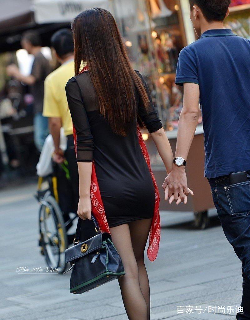 丝袜熟女爆光_街拍:性感黑丝袜穿搭,少妇熟女的最爱,凸显成熟风情