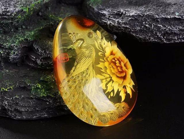 金珀阴雕,花+孔雀雕刻件饰品