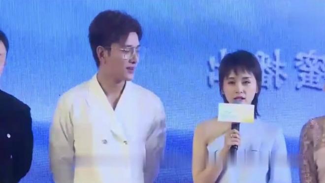 王子文在发布会现场说贾乃亮是一位安静的美男子