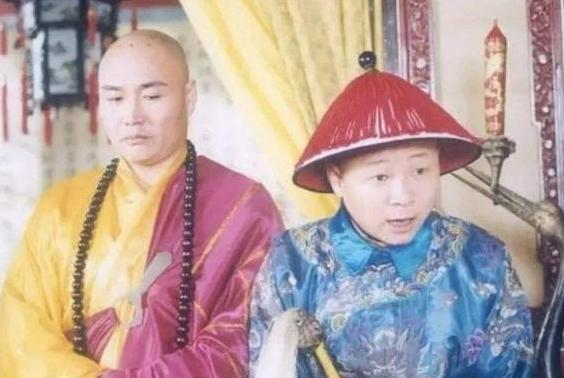 """""""三德子""""赵亮娶小16岁名模回乡养鸡,带动乡村发展,今身家上亿"""