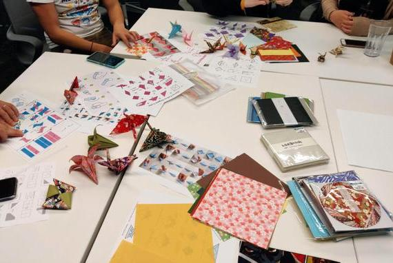 为了推出折纸中国风皮肤,LOL皮肤团队集体学习中国文化