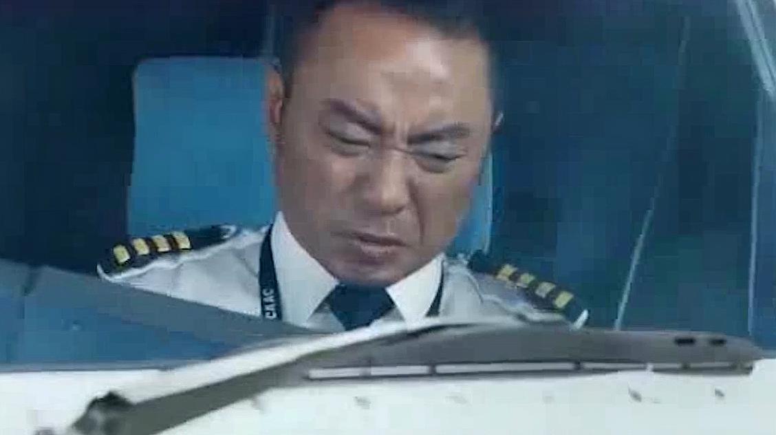 中国机长:杜江指挥飞机开过雪山这段,看了5遍,这也太刺激了吧