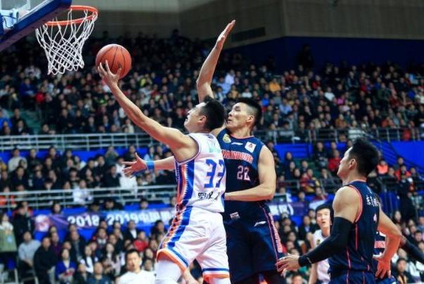 裁判多次判罚惹争议 广东不敌上海饮恨输球 赛后却再迎一坏消息!