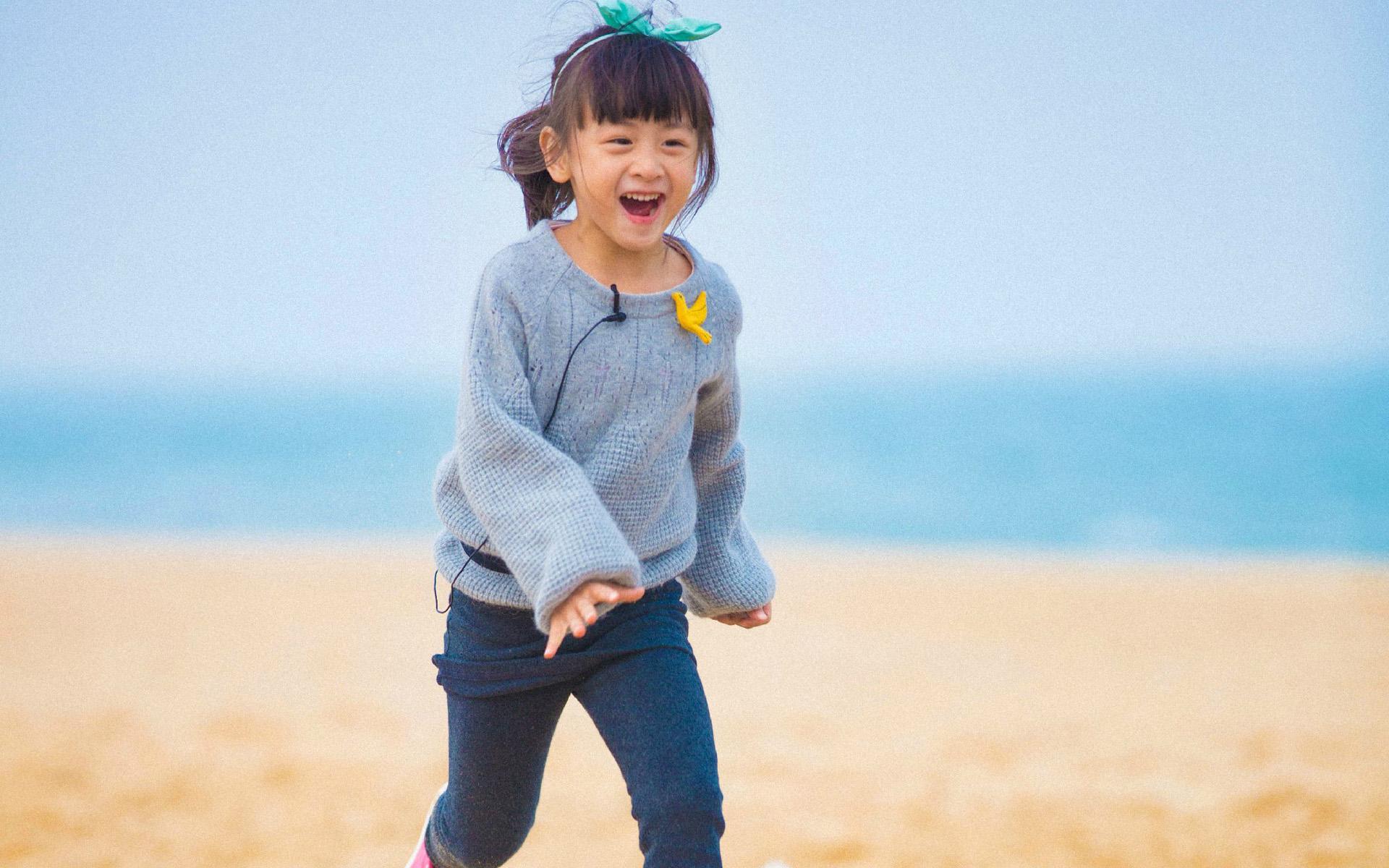 日前,田亮在微博晒爱女近照变身迷弟,女儿森碟穿短裙变身网球少女图片