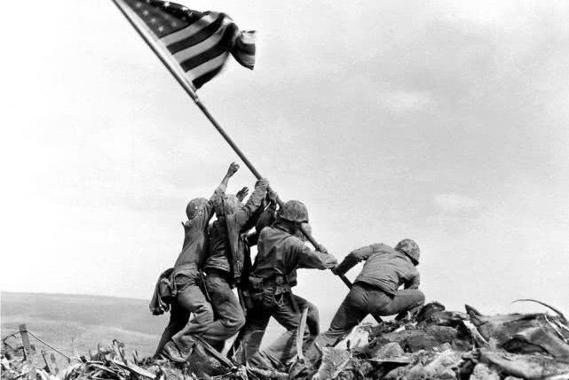 二战最著名插旗照的诅咒:六个插旗美军三个阵亡,一个冻死街头
