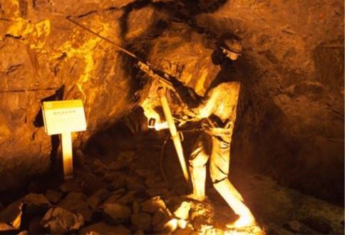 47年前丽水炸出一大洞,有一物让工人惶恐,里面到处是金子