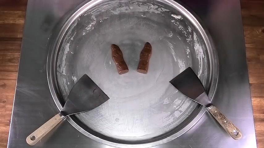 巧克力炒酸奶,不仅非常好吃,制作过程看得真过瘾!