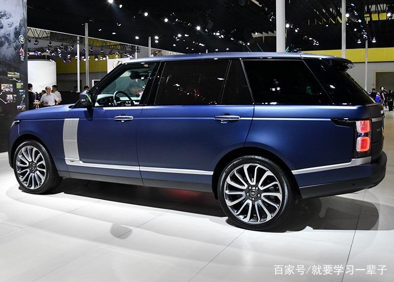 这款蓝色的路虎揽胜,看起来这款车,拥有潮流的外观,年轻人的最爱