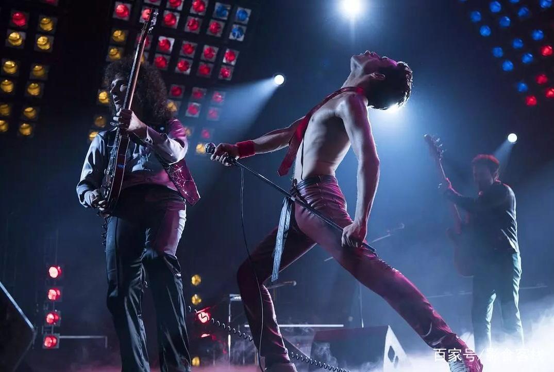 《波西米亚狂想曲》让你一秒变歌迷的传奇歌手,他原可以更生猛