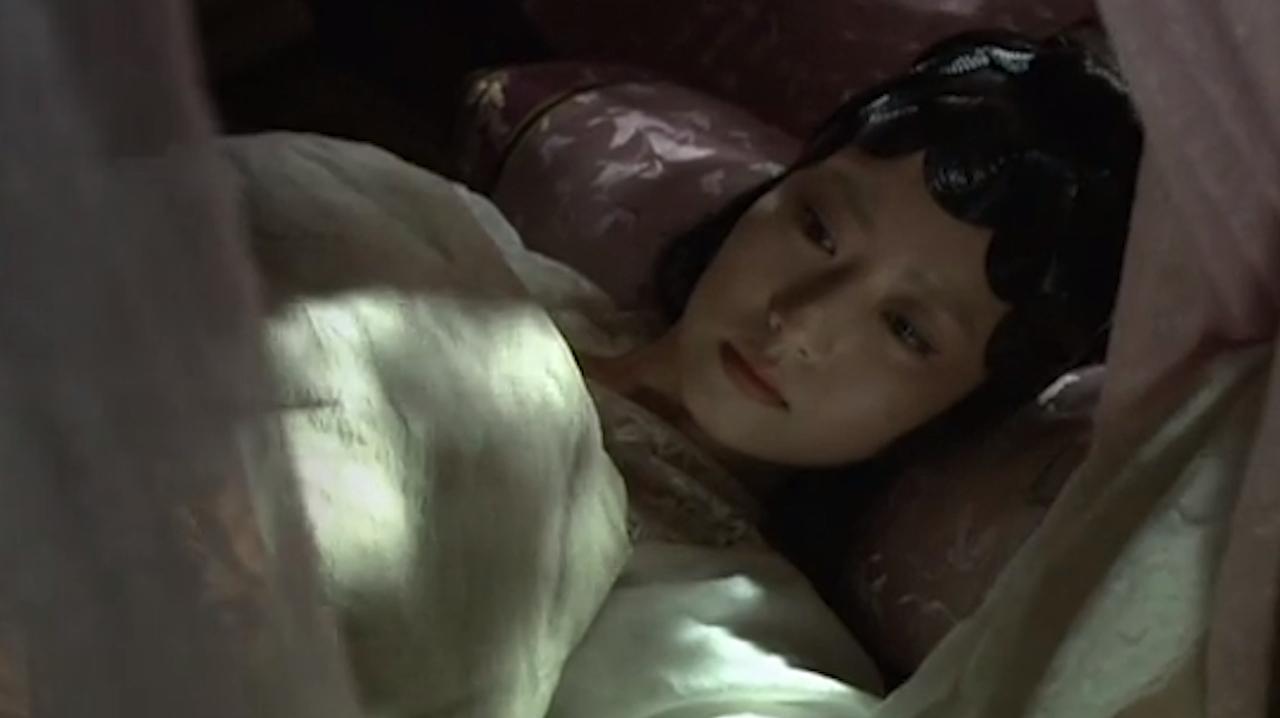 新版红楼梦:薛宝钗咳嗽几声贾宝玉还不睡,一心想着死去的黛玉