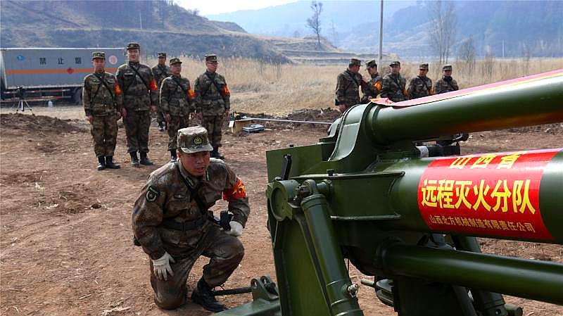 太原警备区官兵携新型灭火装备驰援沁源森林火灾救援